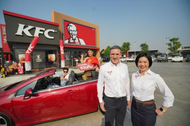 Mr Norton and Mrs Waewkanee at the opening of Thailand's 700th KFC store.