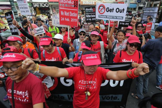 Pro-election protesters dodge anti-unrest group