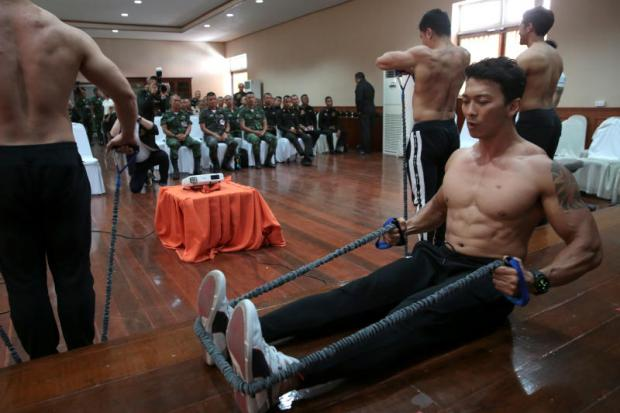 Physical training instructors show how to improve muscle strength to 42 senior military officers at the army's Ordnance Department in Bangkok to prepare for traditional processions for His Majesty's coronation.Chanat Katanyu