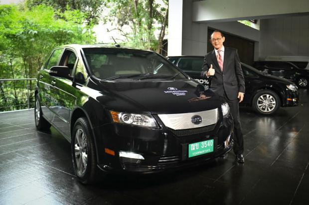 Mr Ronachai with the BYD e6, an all-electric car that Rizen Energy has distributed to airport taxi companies.