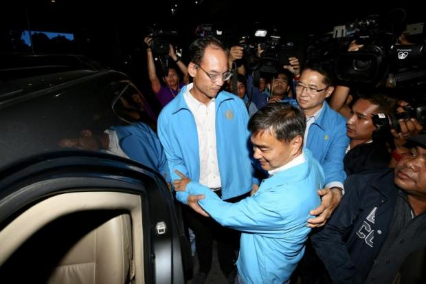 Abhisit Vejjajiva receives moral support from the Democrat Party's deputy leaders after he resigned as leader on Sunday night to accept responsibility for the party's devastating losses in the general election. WISIT THAMNGERN