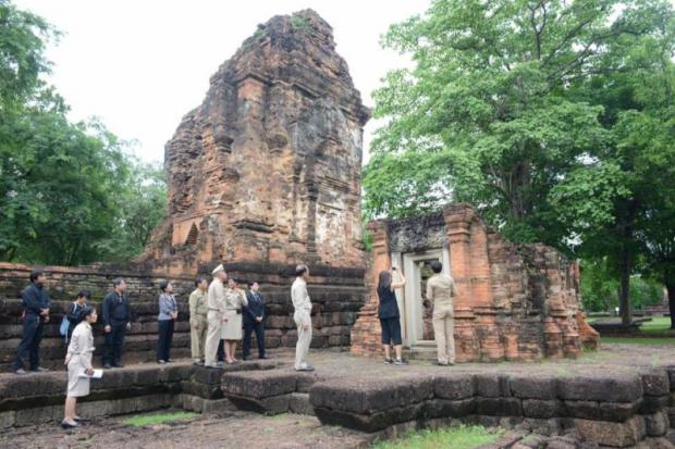 Officials survey historical structures in Si Thep Historical Park in Phetchabun's Si Thep district. The government is pushing for the park to be recognised as a Unesco World Heritage Site. (File photo by Sunthorn Kongwarakom)