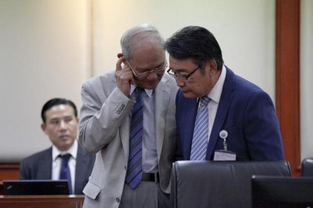 In this 2016 file photo, legal guru Meechai Ruchupan is seen chatting to a charter drafter presumably on a controversial clause about how to appoint the prime minister. Bangkok Post photo