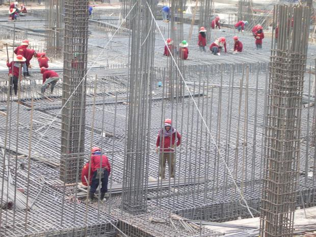 Construction labourers at work in Bangkok. Tata Steel Thailand plans to seek new markets as the Thai construction sector is quite bearish.