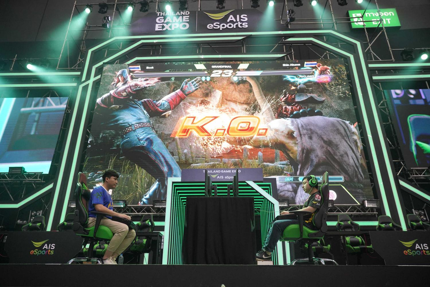 League players compete at Thailand Game Expo 2019, hosted by AIS eSports.