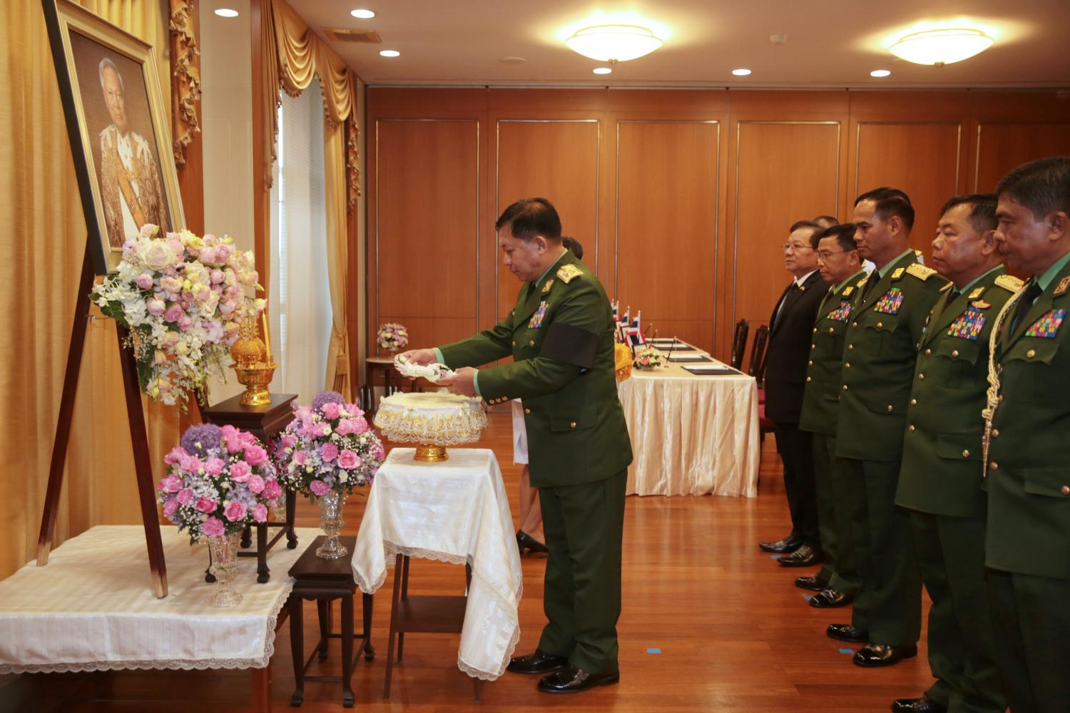 Myanmar's army commander-in-chief Senior General Min Aung Hlaing leads a delegation of Myanmar officers to sign a book of condolences for the passing of Gen Prem Tinsulanonda at the Office of the Privy Council.(Photo by Chanat Katanyu)