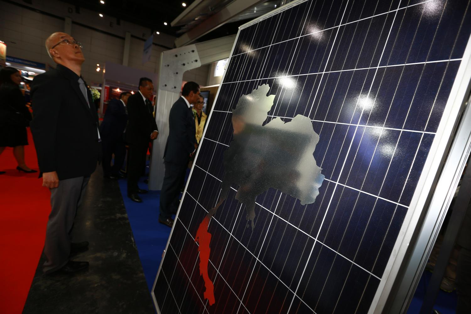 Solar panels from companies worldwide are showcased at Asean Sustainable Energy Week 2019 at Bitec, Bangkok until Saturday. (Photo by Somchai Poomlard)