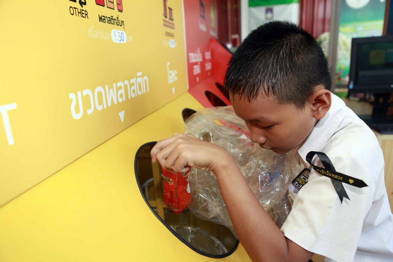 A student puts empty plastic bottles into a recycling separation bin at a waste management system learning centre at Praram 9 Kanchanapisek School.Apichart Jinakul