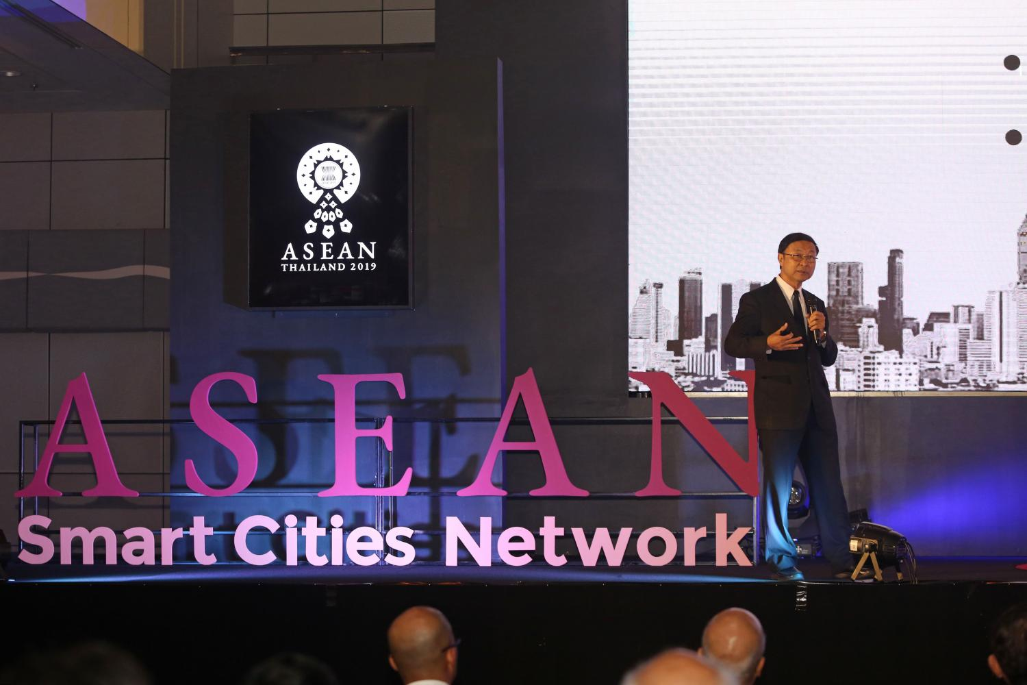 Digital Economy and Society Minister Pichet Durongkaveroj hosted the Asean Smart Cities Network Roundtable Meeting, including discussions on sustainable cities, city data platforms and best practices. Varuth Hirunyatheb