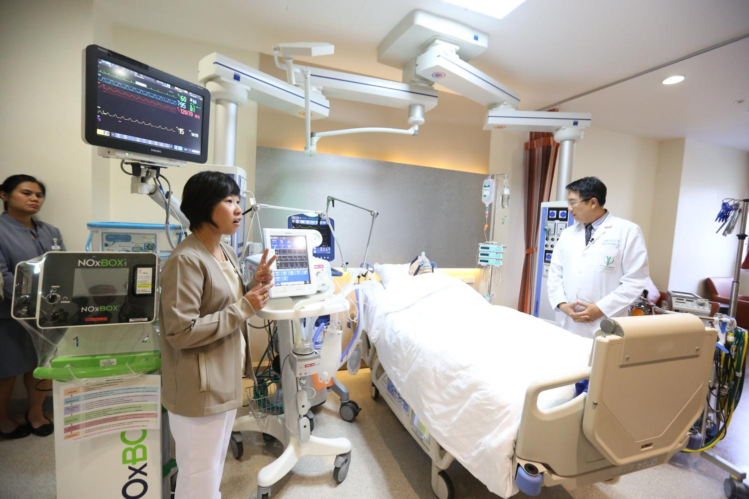 Bumrungrad staff demonstrate ICU operations. The hospital plans to add 24 ICU beds during 2020-22 for elderly patients.