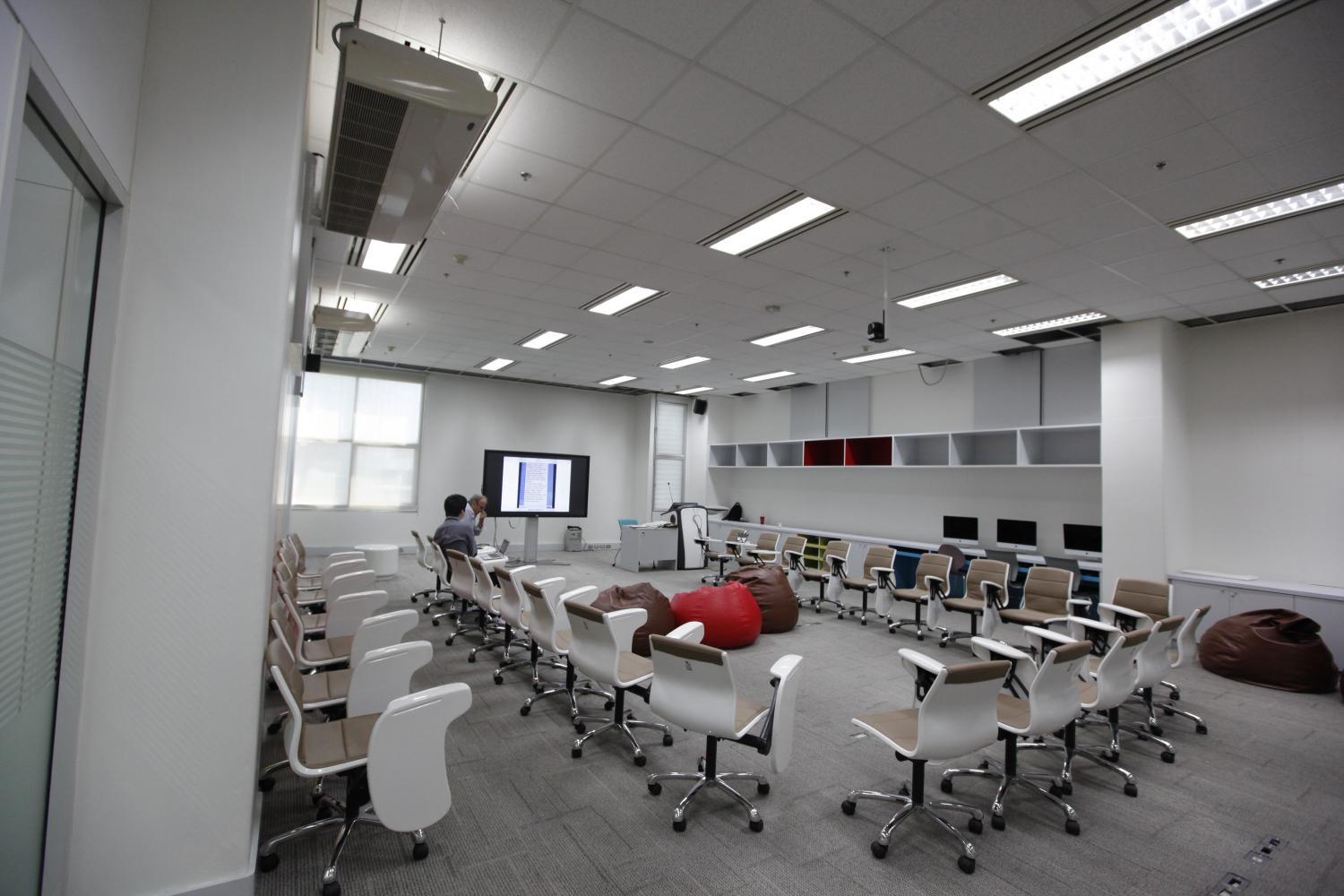 A new learning space employing technology as a tool for teaching at Bangkok University's Rangsit campus. (Photo by Pattanapong Hirunard)