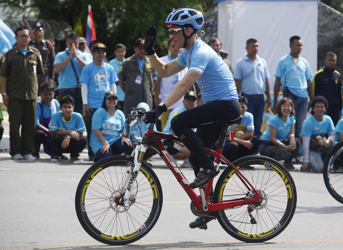 His Majesty the King leads the Bike for Mom event in 2015.