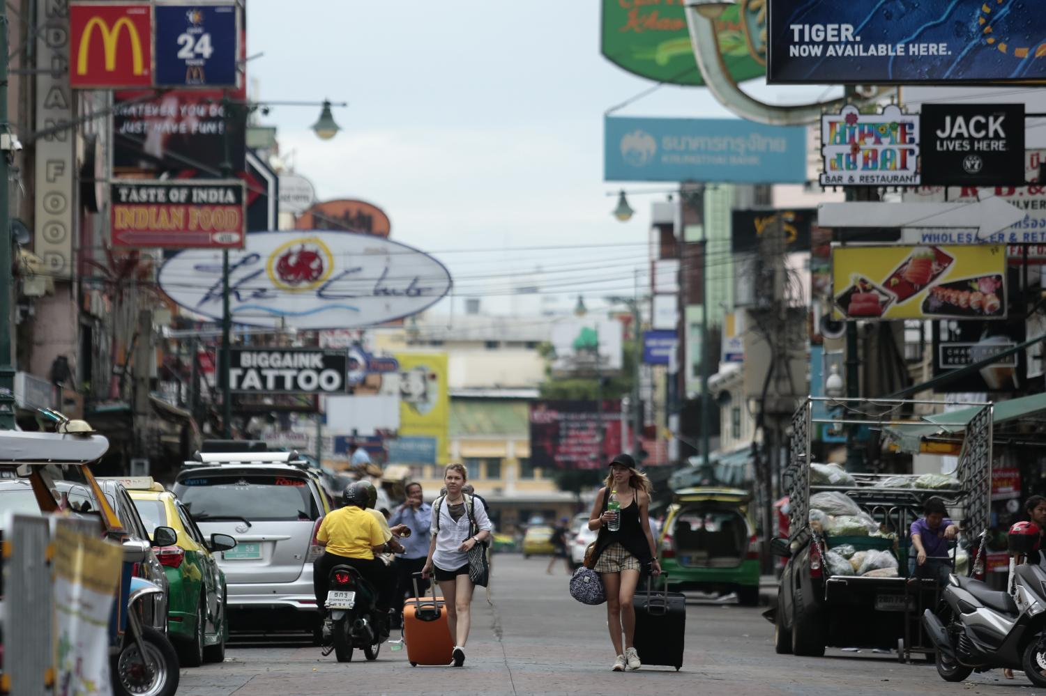 FACELIFT: The Bangkok Metropolitan Administration is planning to revamp the landscape of Khao San Road from October to February. During construction, the road will be opened to business and tourism as usual.
