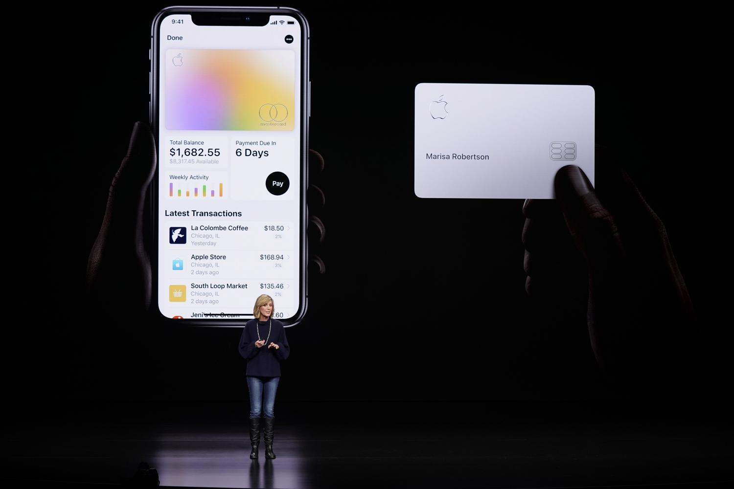 Apple launches credit card to select applicants