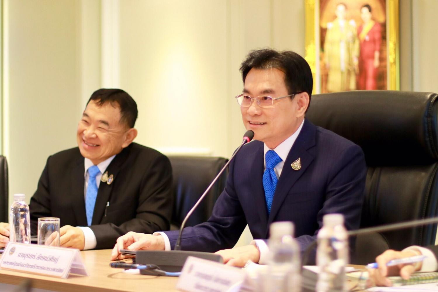 At Wednesday's meeting with senior ministry officials, Mr Jurin outlines urgent trade policies to revive the economy.