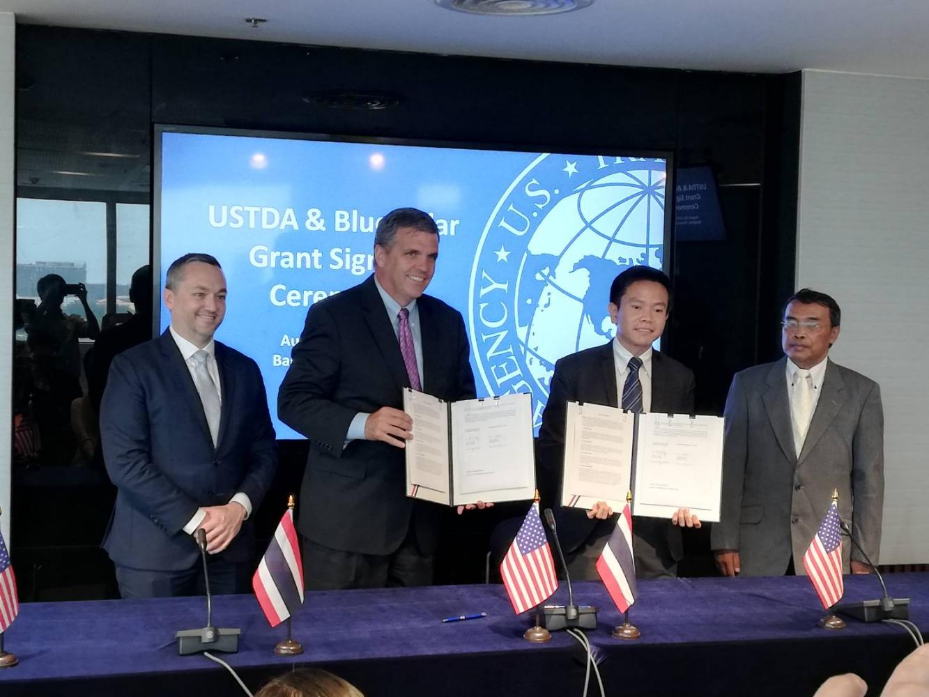 Director of the United States Trade and Development Agency, Thomas Hardy, second from left, and the managing director of Blue Solar Co Ltd, Visait Hansaward, second from right, hold up a signed grant to fund a feasibility study of a Thai solar power project.Thana  Boonlert