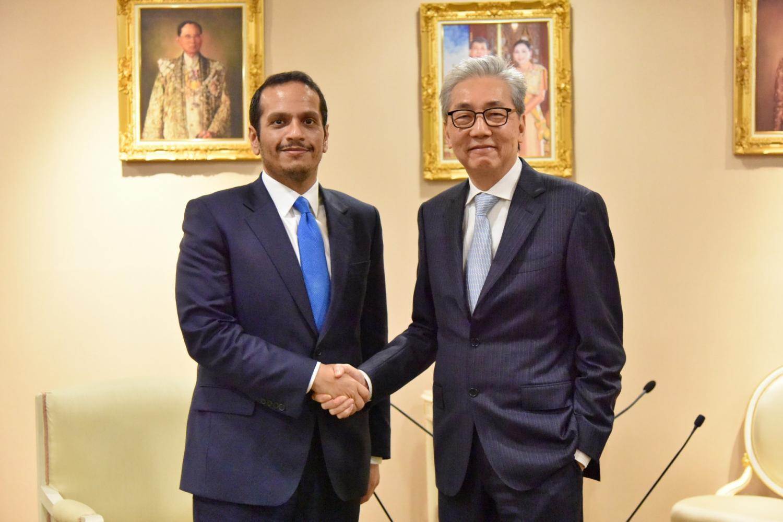 Deputy Prime Minister Somkid Jatusripitak met Sheikh Mohammed bin Abdulrahman bin Jassim Al-Thani, Qatar's deputy prime minister and foreign minister, on Thursday.