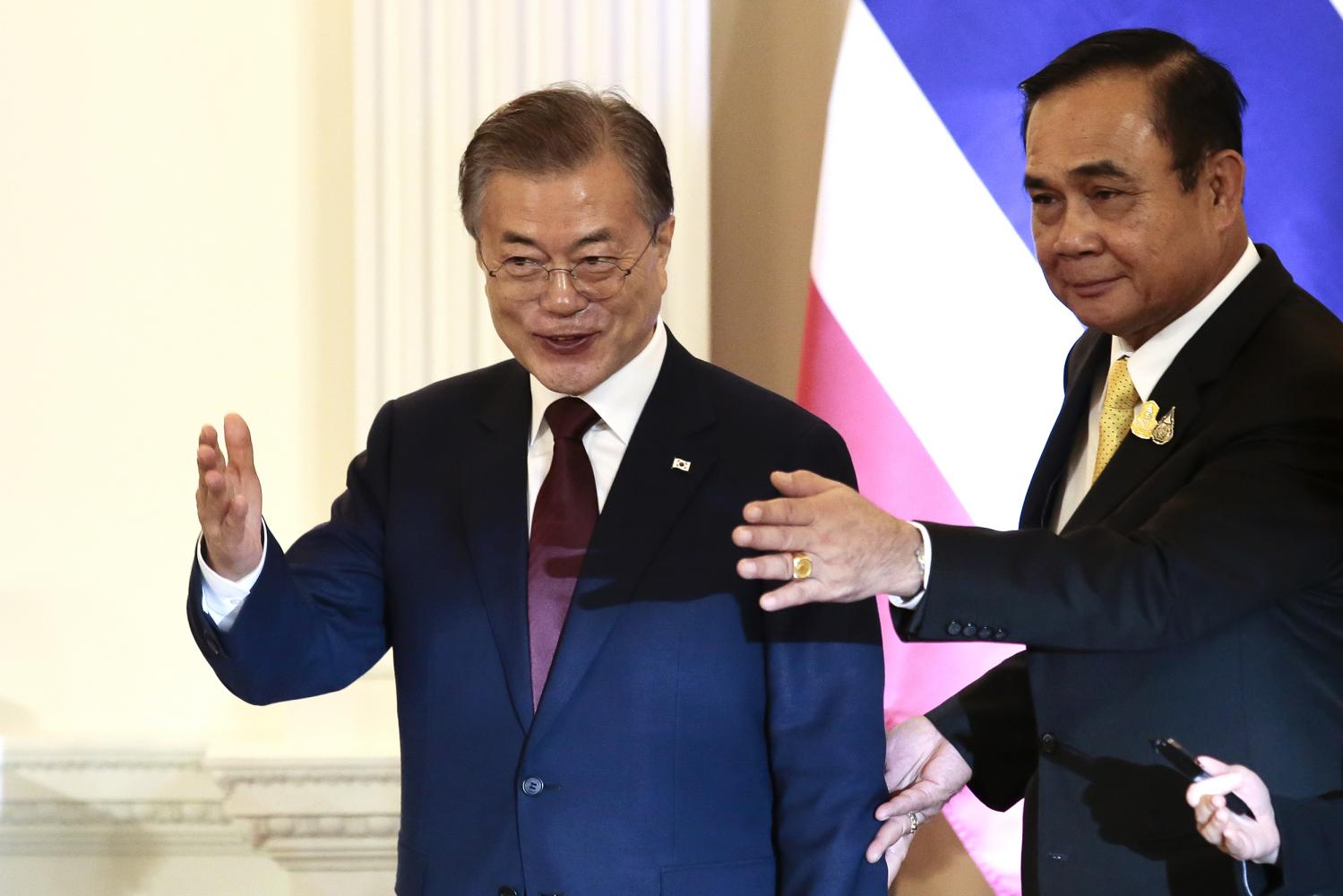 Prime Minister Prayut Chan-o-cha welcomes South Korean President Moon Jae-in at Government House during Mr Moon's three-day official visit that concludes on Tuesday.Patipat Janthong
