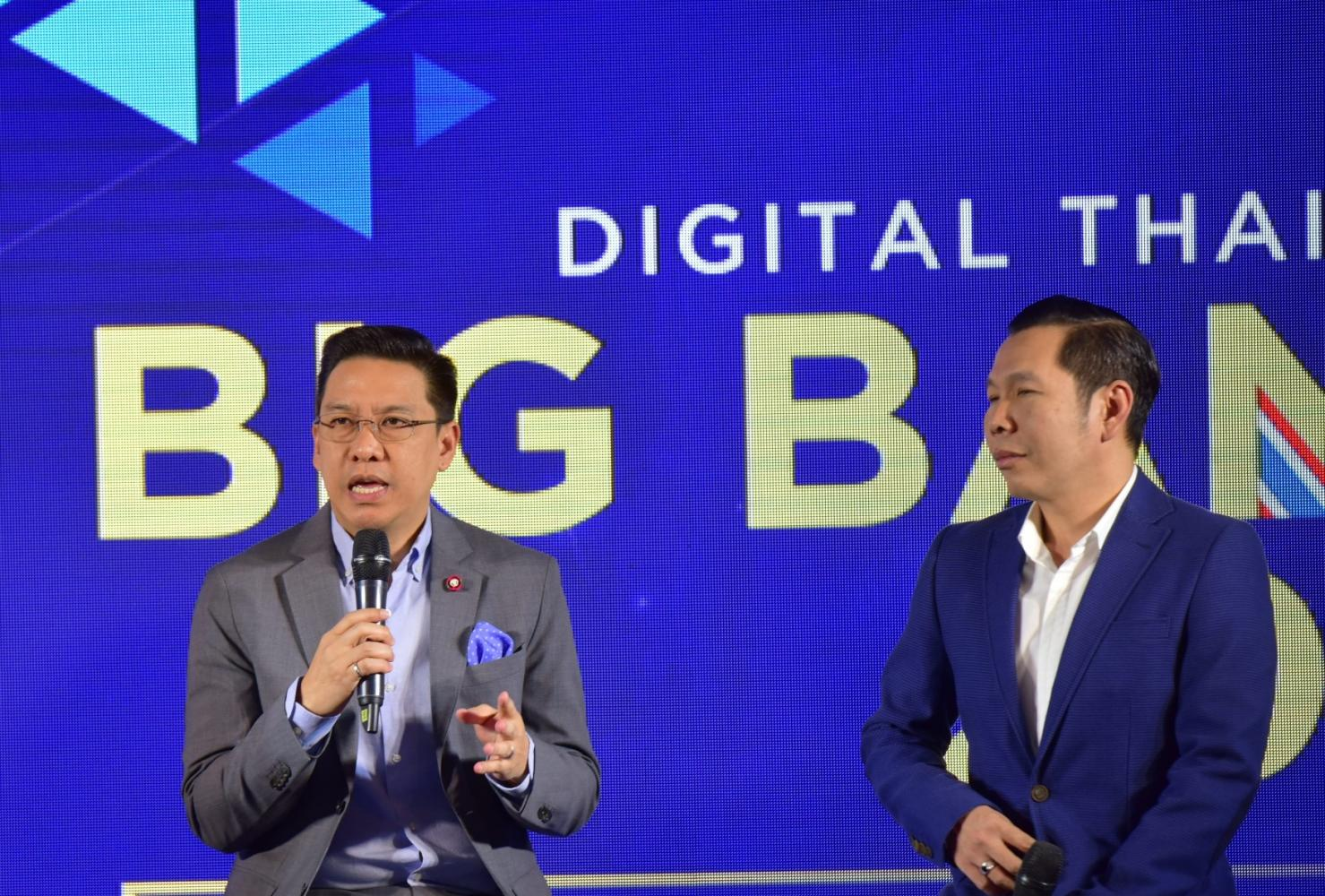 DE Minister Buddhipongse Punnakanta (left) and Depa chief Nuttapon Nimmanphatcharin at Wednesday's press conference announcing plans for Digital Thailand Big Bang 2019.