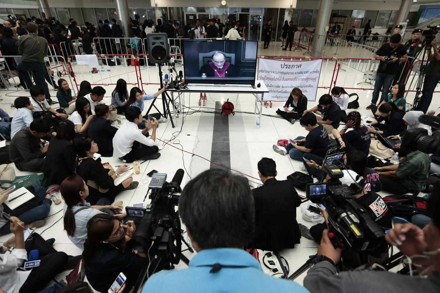 Members of the press gather at the Office of the Constitutional Court on March 7 to hear its ruling on the dissolution of the Thai Raksa Chart Party. PATIPAT JANTHONG