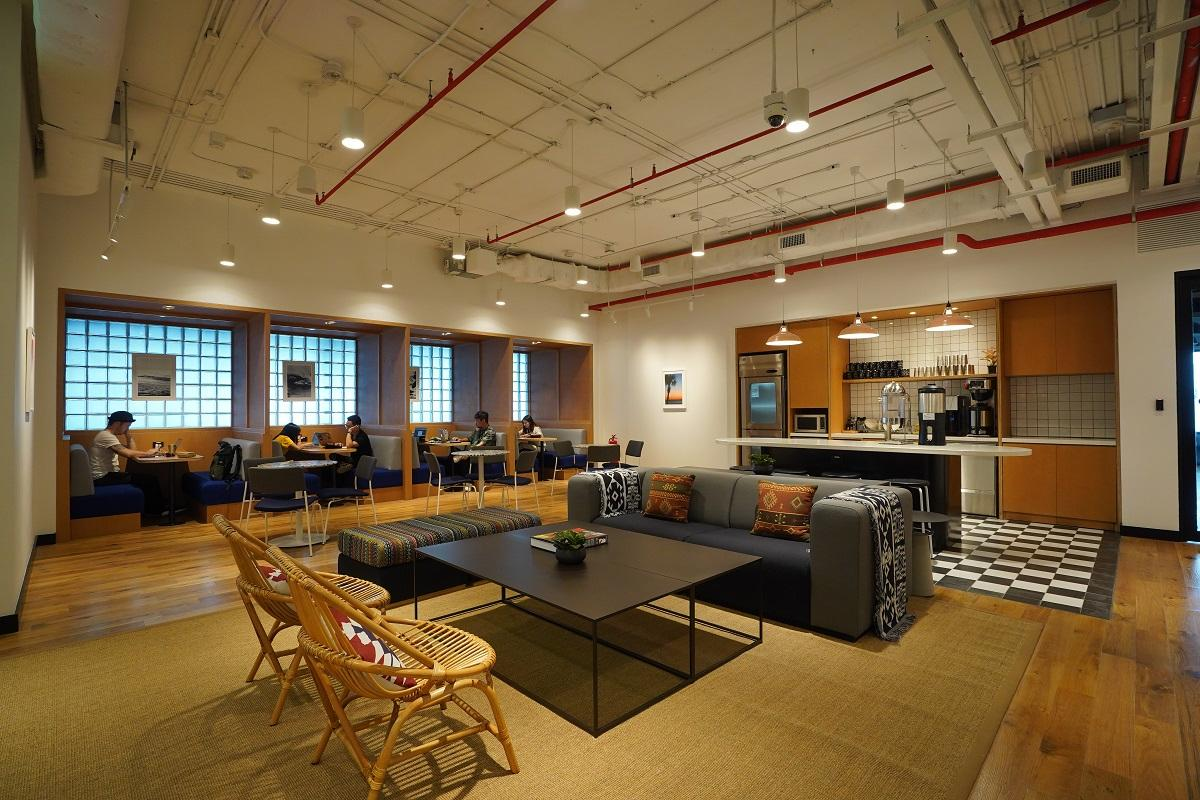 WeWork, which recently opened a new shared workspace on Sukhumvit 40 in Bangkok, has developed WeWork Labs as a global platform for creative and startup communities to collaborate. Photos Courtesy of WeWork