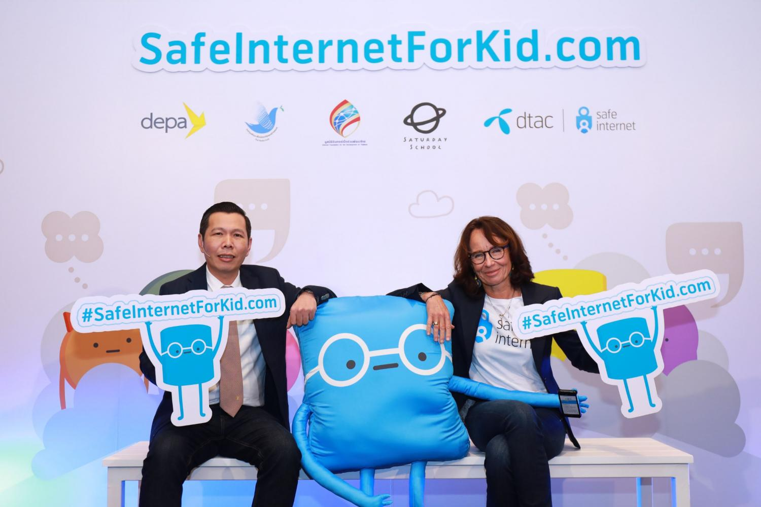DEPA president Nattapon Nimmanpatcharin and DTAC chief executive Alexandra Reich (right) promote SafeInternetForKid.com. *No photo credit*