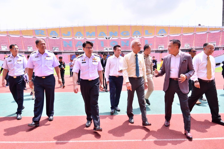 Tourism and Sports Minister Phiphat Ratchakitprakarn (centre), SAT Governor Gongsak Yodmani (left) and FAT chief Somyot Poompunmuang (right) inspect Rajamangala National Stadium on Monday.
