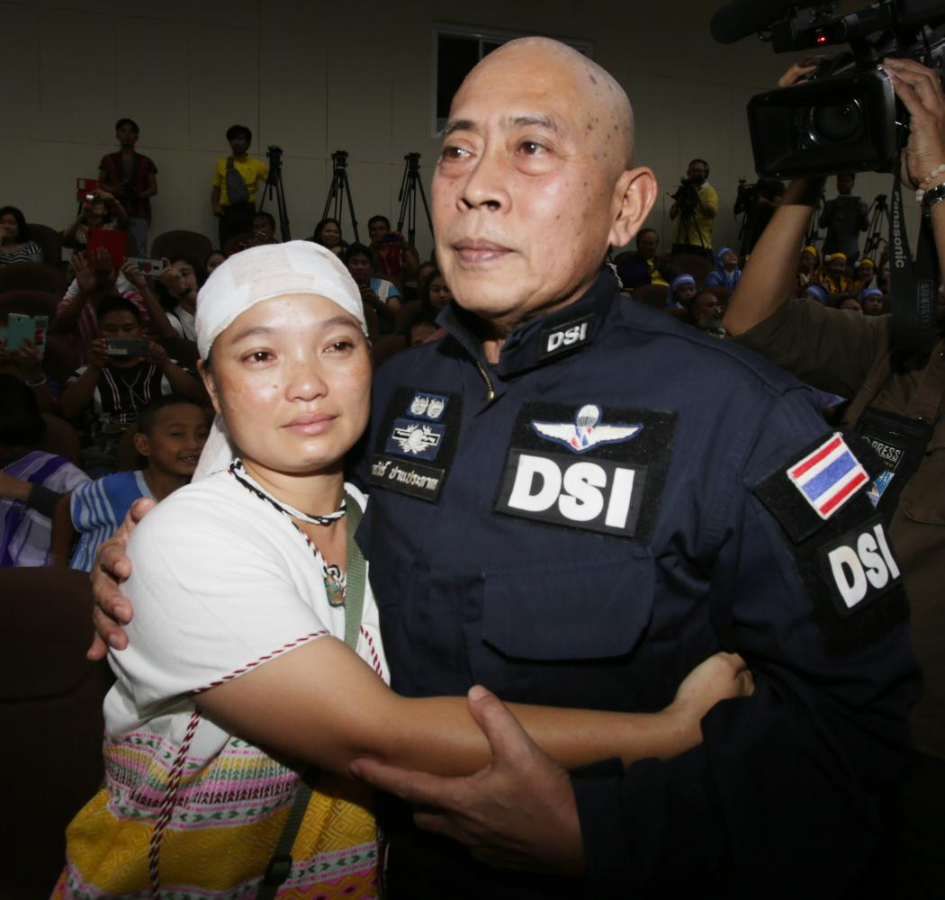 Pinnapa Pruksapan, widow of Karen rights activist Porlajee 'Billy' Rakchongcharoen, embraces Department of Special Investigation deputy chief Korrawat Panprapakorn as she thanks the agency for its probe into Porlajee's death. Apichit Jinakul