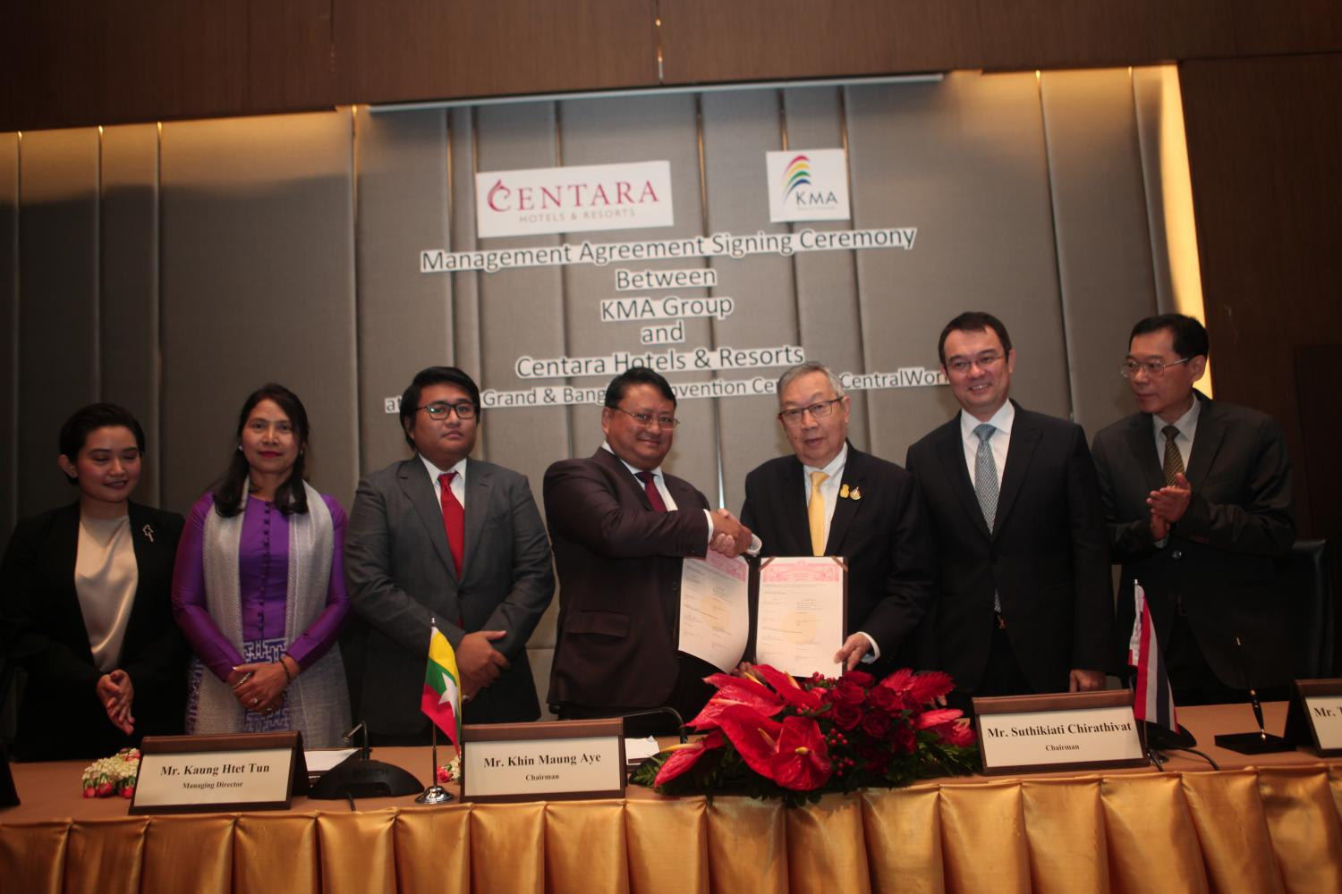 Centel chairman Suthikiati Chirathivat (third right), KMA Group chairman Khin Maung Aye (centre), Centara Hotels and Resorts CEO Thirayuth Chirathivat (second right) and Kaung Htet Tun, managing director of KMA Group (third left) at Thursday's signing ceremony.(Photo by Apichart Jinakul)
