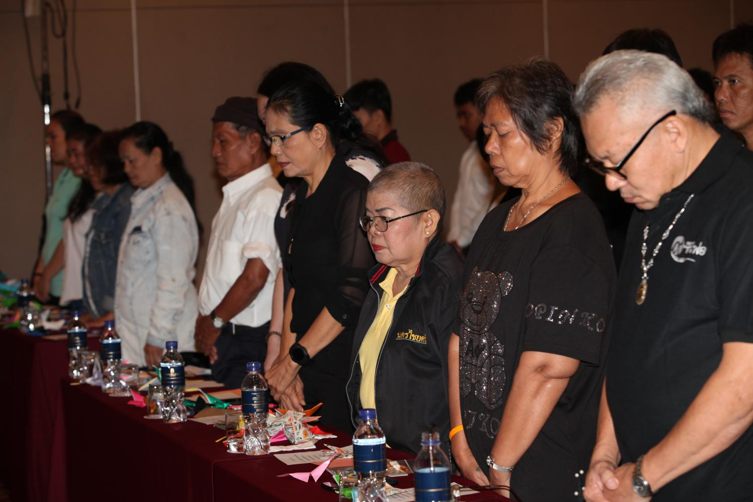 Anti-alcohol network advocates observe a minute's silence for the death of product presenter Thitima 'Lunlabelle' Noraphanpiphat during a seminar on the fatal impact of heavy and fast drinking in Bangkok yesterday.Apichart Jinakul