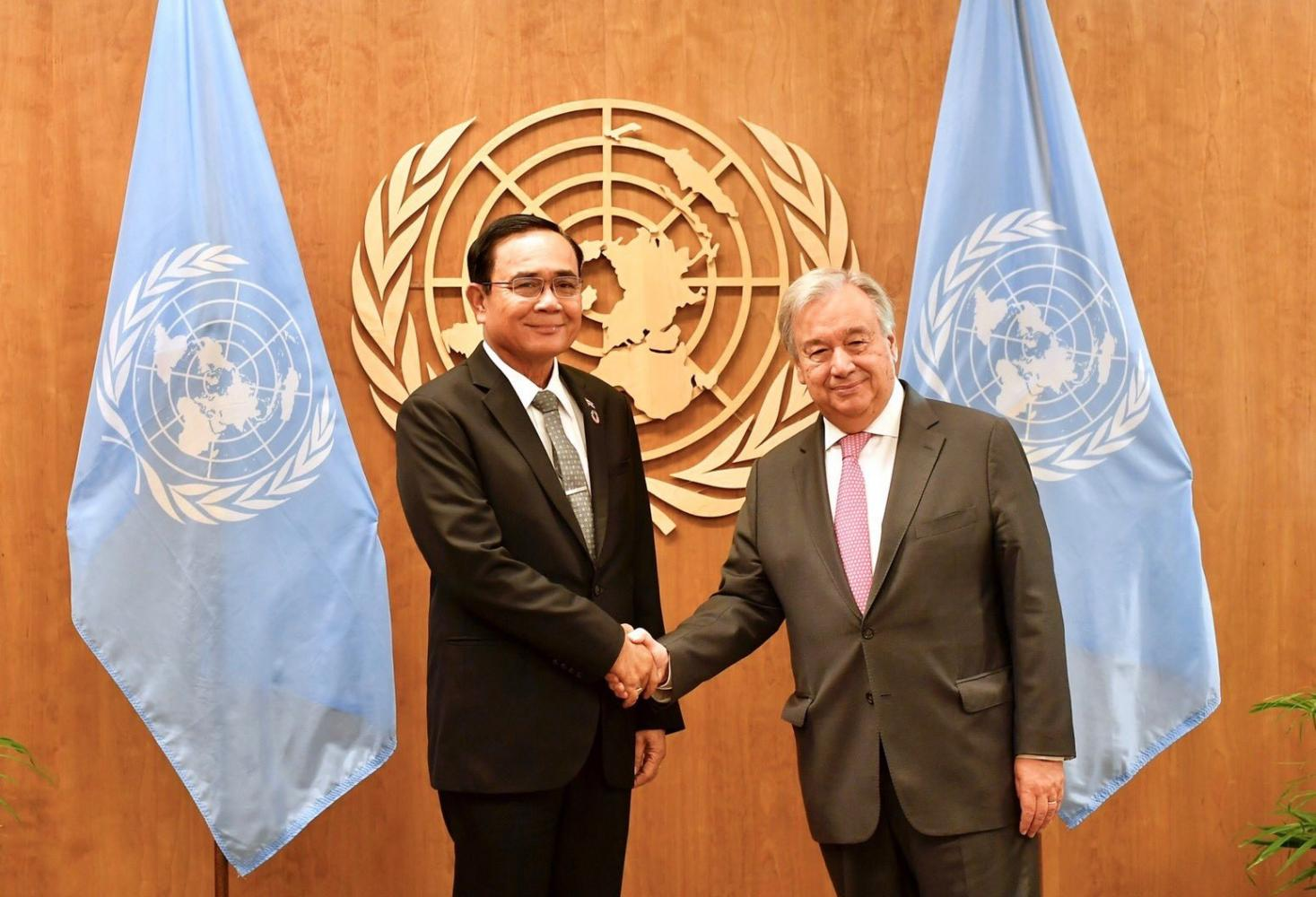 Prime Minister Prayut Chan-o-cha, left, shakes hands with UN Secretary-General Antonio Guterres during their meeting at the UN headquarters yesterday.(Government House photo)