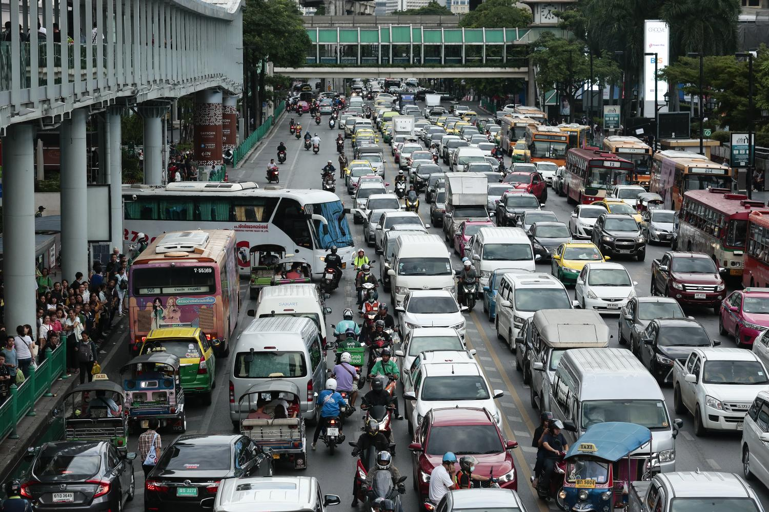 A heavily congested road in Bangkok. Comprehensive measures with close coordination among related agencies are required to tackle the city's traffic problems. Patipat Janthong