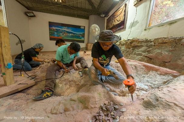 Archaeologists demonstrate how to chisel away at rocks to reveal the fossilised remains of a dinosaur. Various dinosaur bones are also exhibited at the Phu Wiang Dinosaur Museum.