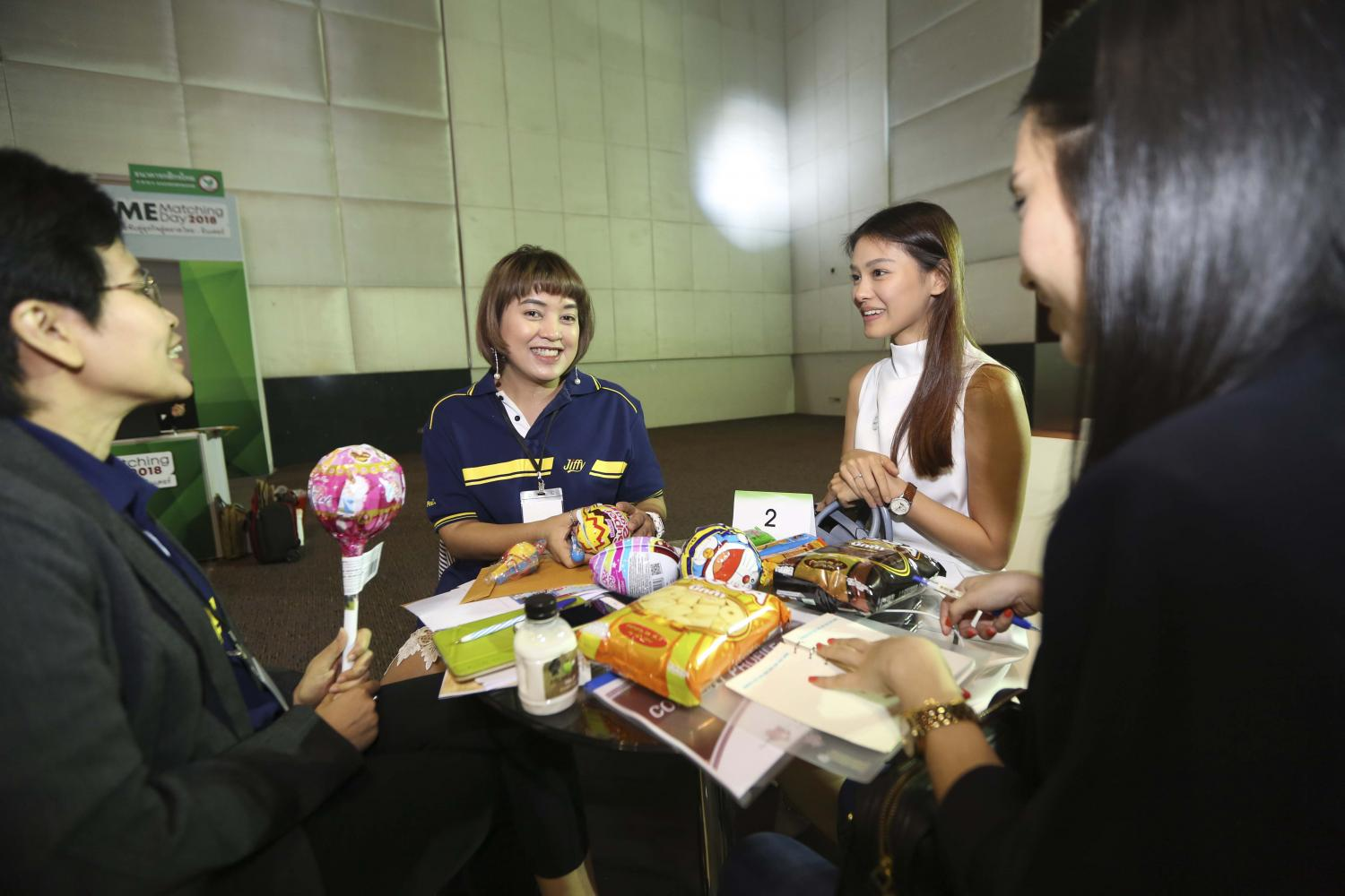 Women discuss business opportunities at an event providing consultations for SMEs in Bangkok last year. (POST TODAY file photo)