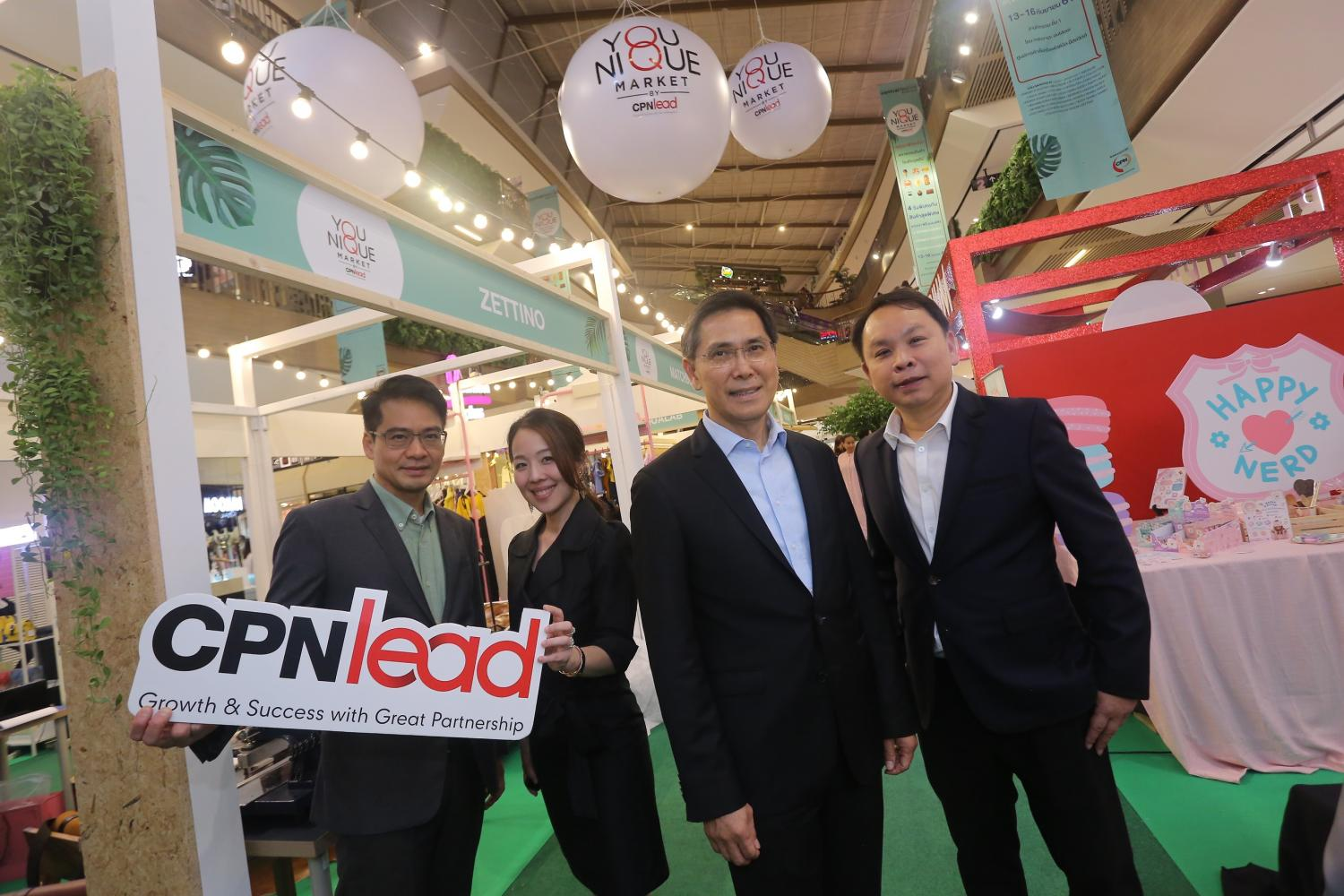 Mr Preecha (second right) says the programme supports Central Pattana's vision of promoting entrepreneurs.