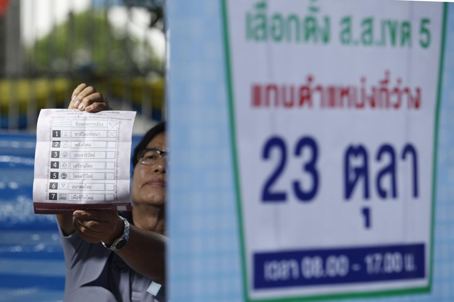 Election staff show a marked ballot at the 2nd polling station in Wat Rai Khing, in the by-election in Nakhon Pathom's Constituency 5. Wichan Charoenkiatpakul