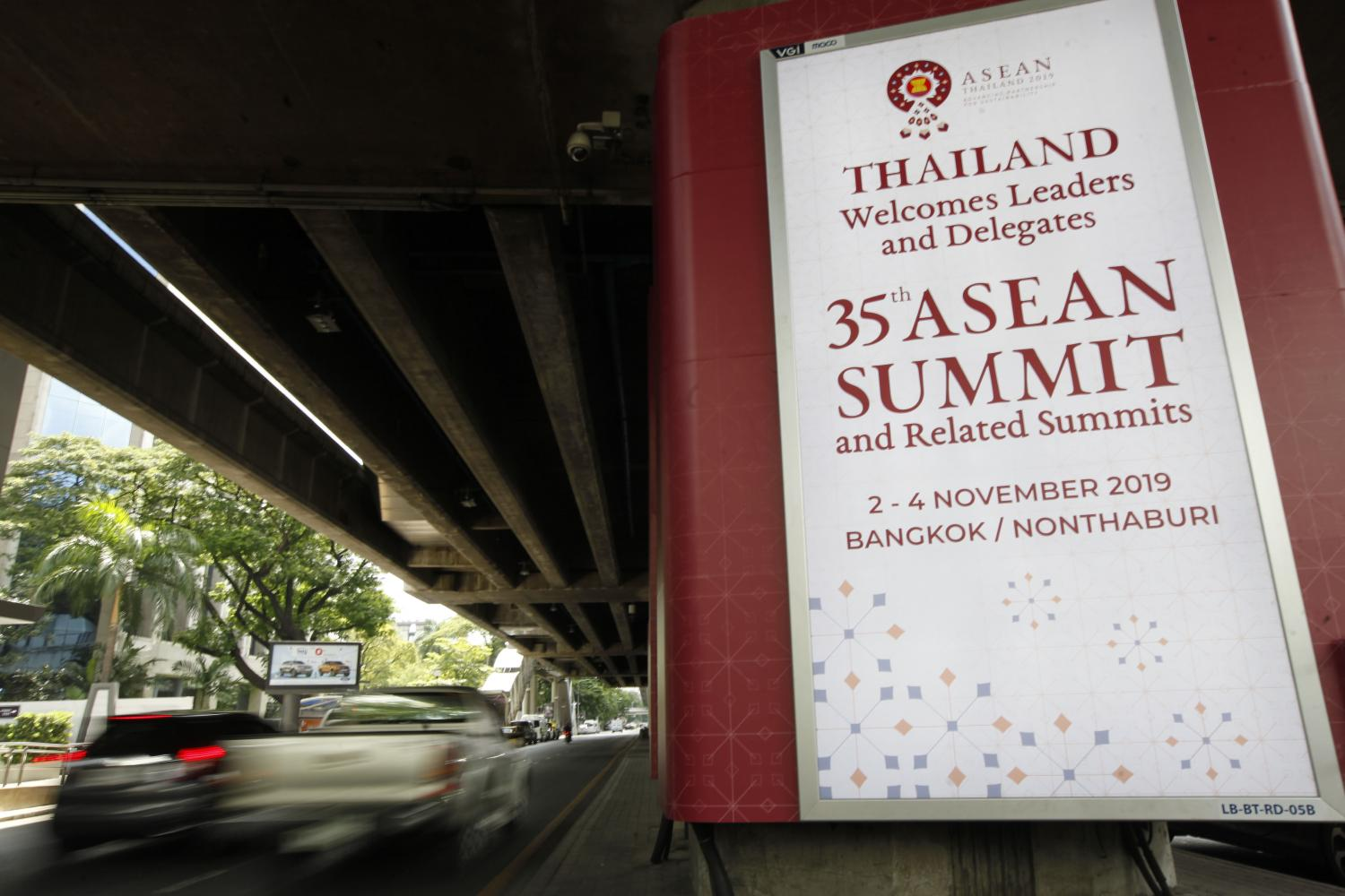 A sign welcoming leaders of Asean and dialogue partners to attend the 35th Asean summit next week. Wichan Charoenkiatpakul