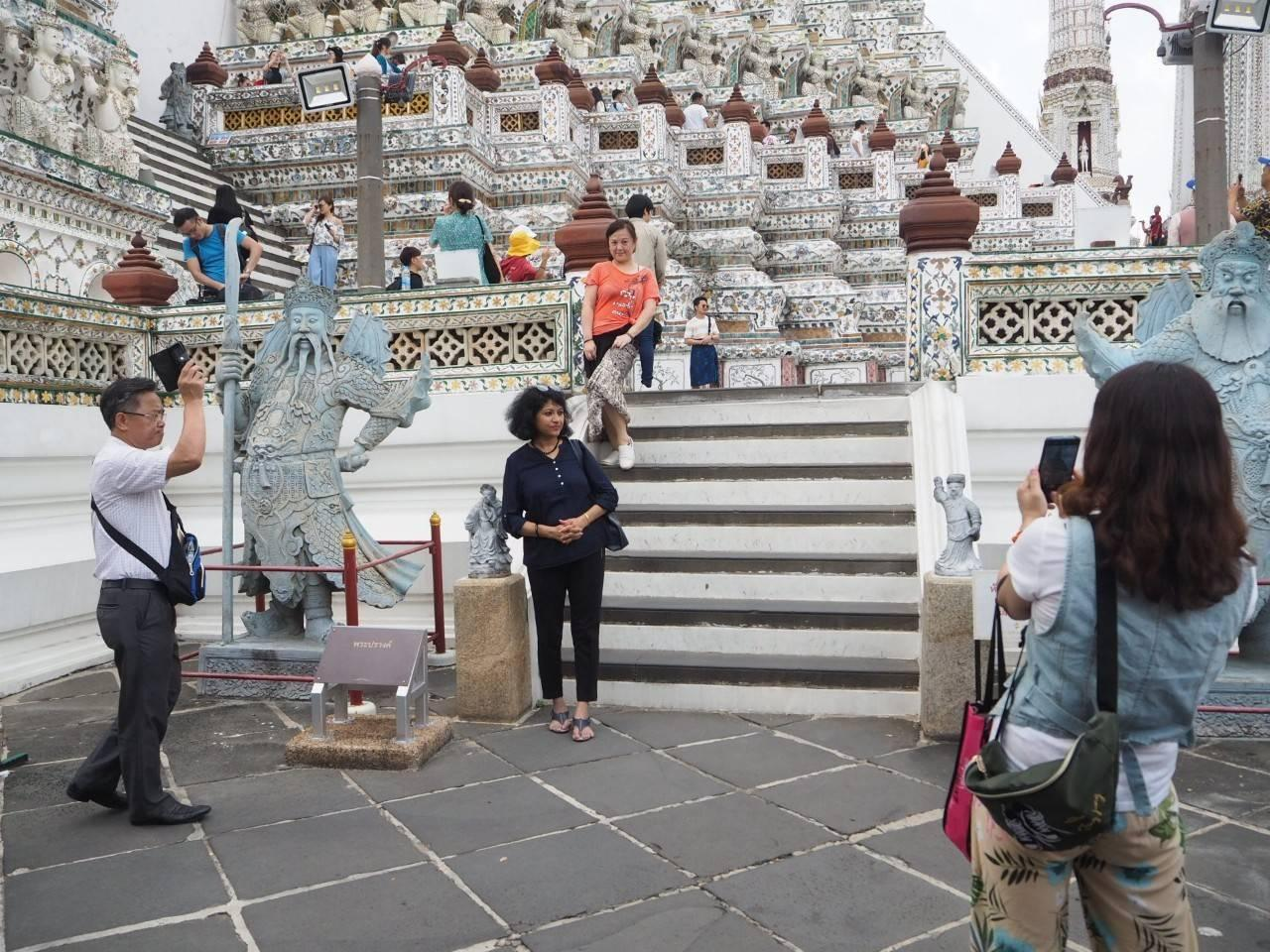 Tourists enjoyed taking their shoots at Wat Arun.