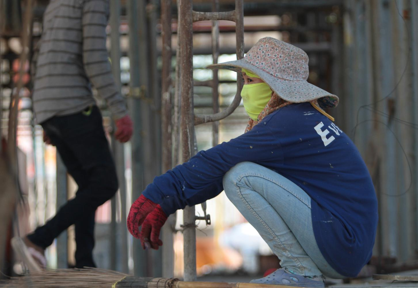 Experts say the unemployment rate and the number of laid-off workers will rise in 2020.(Photo by Tawatchai Kemgumnerd)