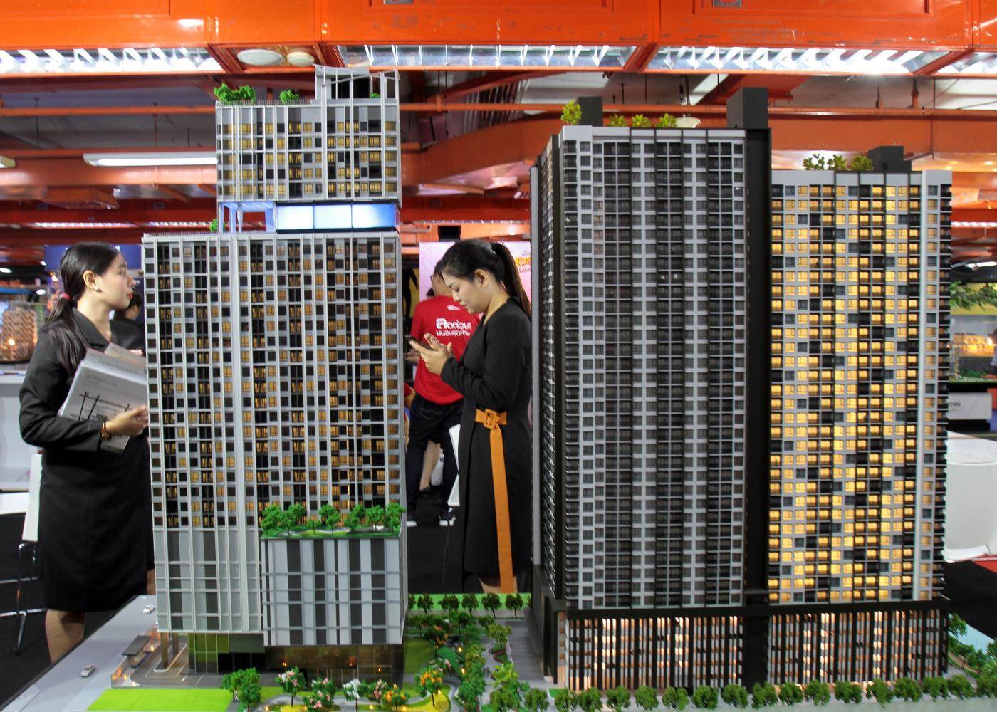 Condo units are displayed at the 40th House and Condo Fair earlier this year. (Photo by Tawatchai Kemgumnerd)