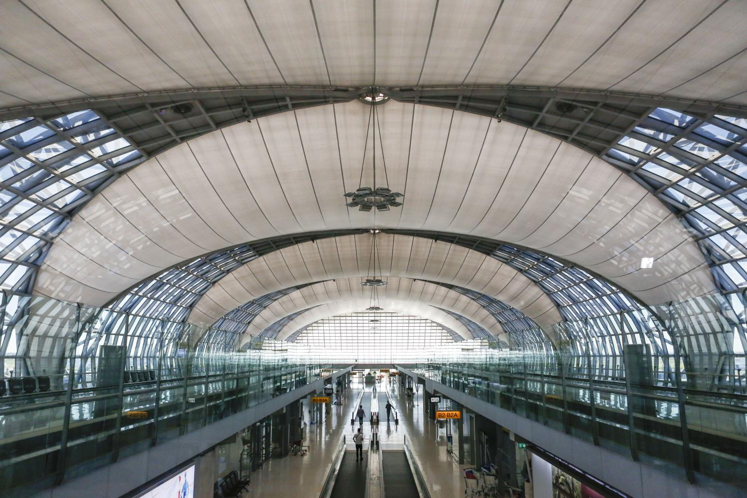 Under the plan, ultra-fast wireless broadband service using 5G networks is to be provided to visitors once they arrive at Suvarnabhumi airport.(Photo by Pattarapong Chatpattarasill)