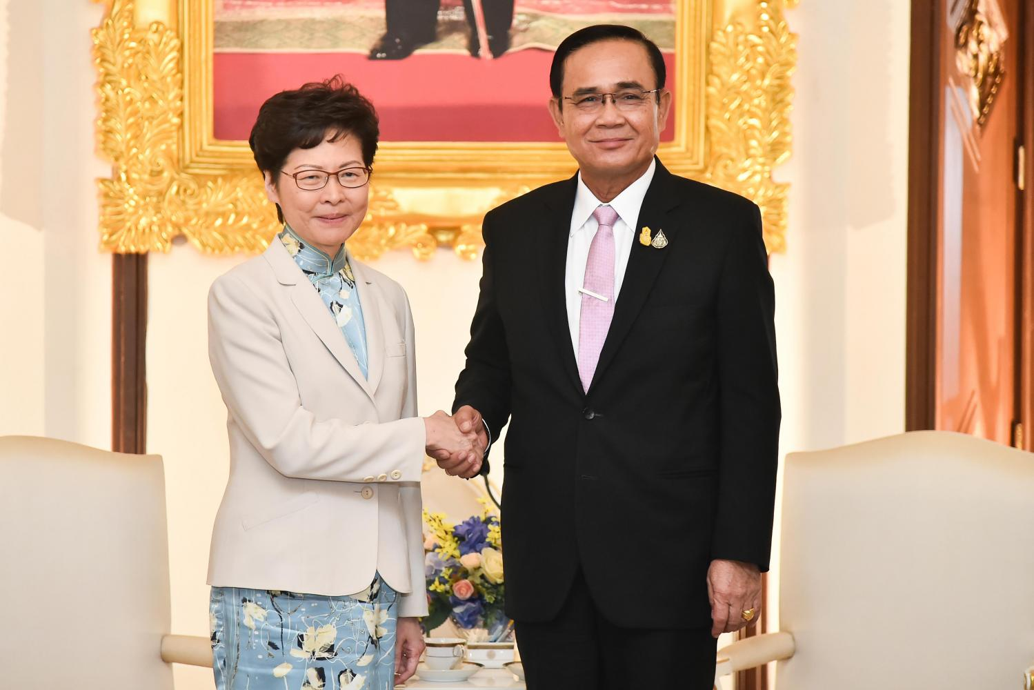 Hong Kong Chief Executive Carrie Lam meets Prime Minister Prayut Chan-o-cha at Government House on Friday. (Government House photo)