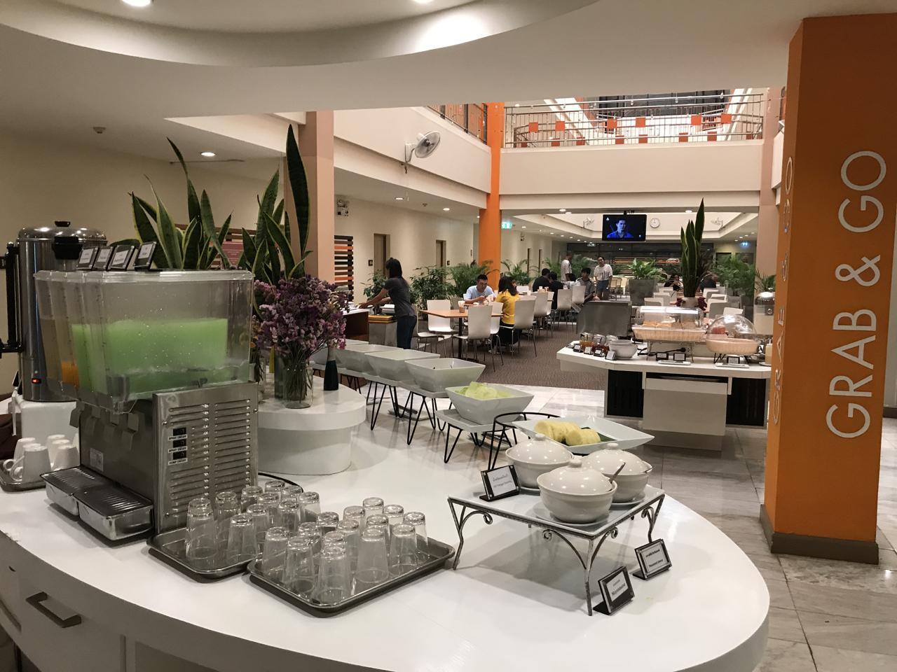 Residents at the Imm Hotel in Chiang Mai have breakfast. Chiang Mai hotels saw occupancy rates drop to 70% this November. Karnjana Karnjanatawe