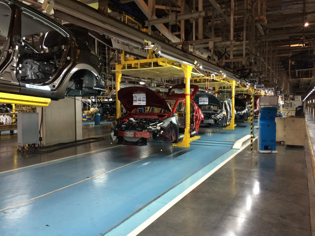 The assembly line at a Mazda car production facility in Rayong. The facility is operated by AutoAlliance Thailand, a joint venture with Ford. (Photo by Piyachart Maikaew)
