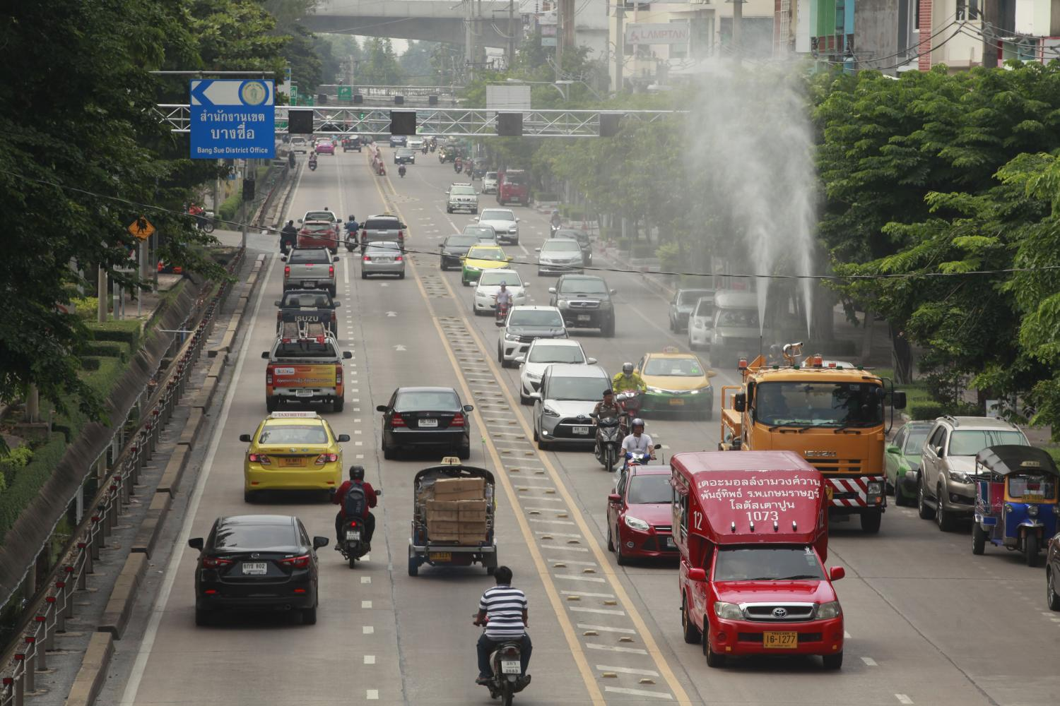 No more than 10% of old vehicles registered in Thailand will be voluntarily demolished, according to a source. Some 39.3 million vehicles were officially registered as of November. (Photo by Pornprom Satrabhaya)