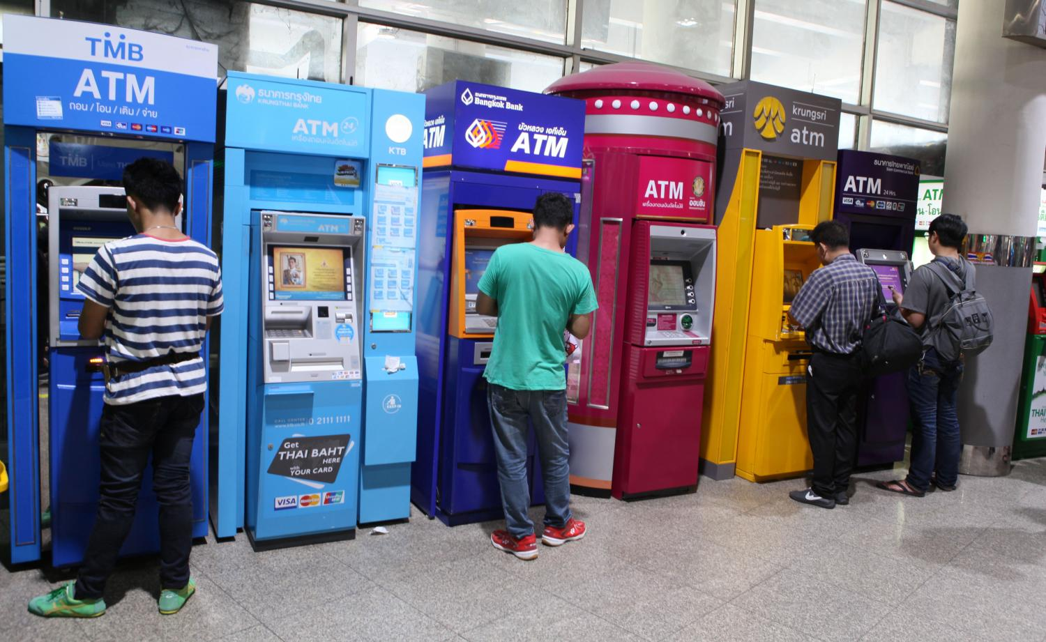 The Thai Bankers' Association is finalising a model to have non-bank firms manage white-label ATMs.(Photo by Apichit Jinakul)