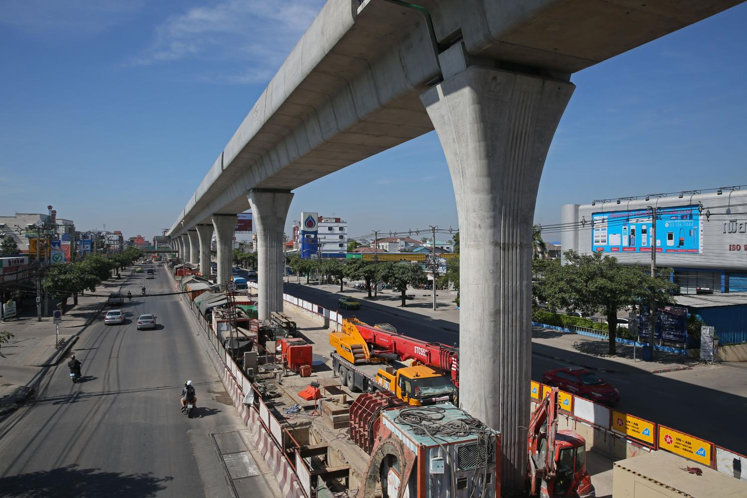 A construction site of the Orange Line on Ramkhamhaeng Road near Seri Thai Road and Eastern Ring Road and the Lam Sali intersection. The route is expected to open in 2023. Varuth Hirunyatheb
