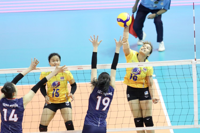 Thailand players Wilavan Apinyapong, No.10, and Malika Kanthong, No.15, compete against South Korea in Nakhon Ratchasima on Sunday. (FIVB photo)