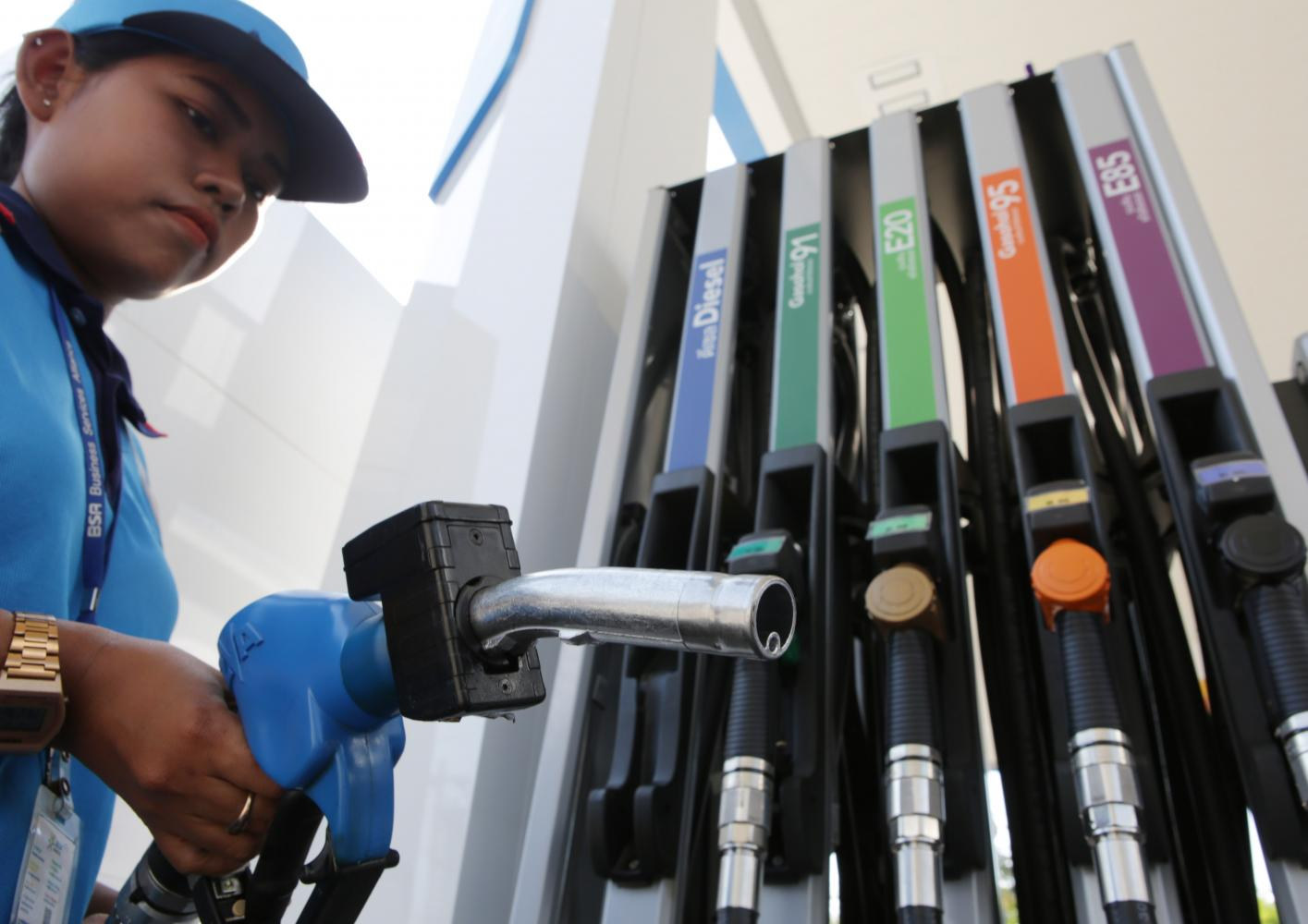 The fundamental diesel at local petrol stations is now B10. The energy minister plans to set up regulations for B100 futures to stablise prices of palm oil output. Apichit Jinakul