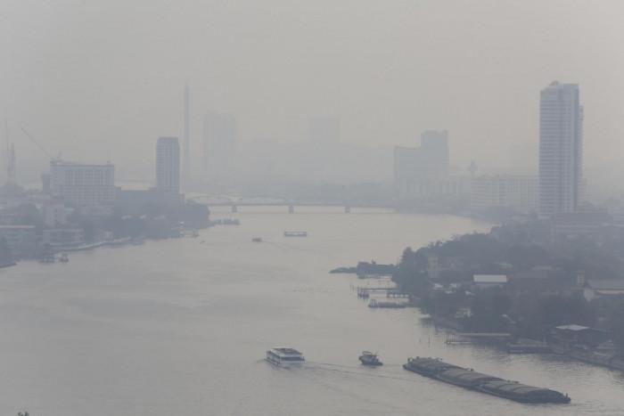 Govt takes heavy flak for toxic smog response